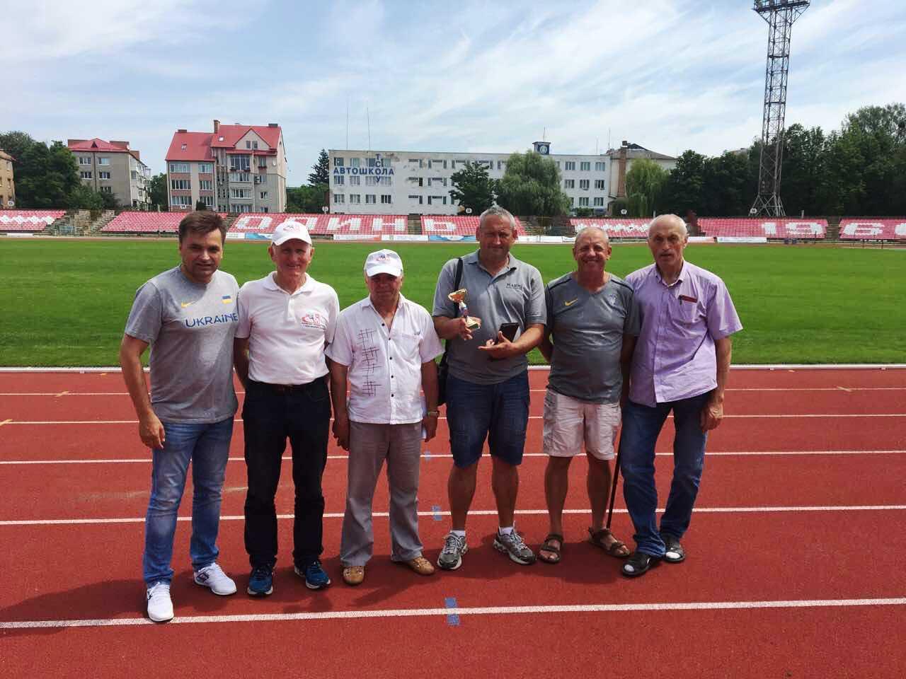 Тренери волинських легкоатлетів із кубком за 3 місце